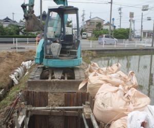 津島市 農業用パイプライン修繕工事1掘削