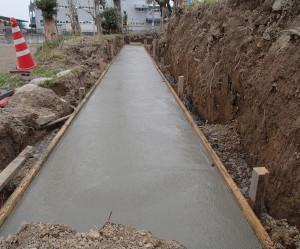岐阜県海津市 L型擁壁コンクリート設置工事中3