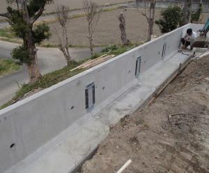 岐阜県海津市 L型擁壁コンクリート設置工事中4