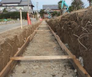 岐阜県海津市 L型擁壁コンクリート設置工事中2